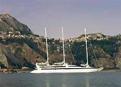 Пираты взяли в заложники экипаж французской круизной яхты