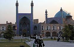 Девять человек погибли и более 100 ранены при взрыве в мечети в Иране