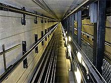 Немец упал в шахту лифта на голову 57-летней женщине