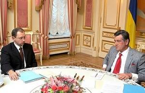 Яценюк попробует уговорить Ющенко повременить с выборами