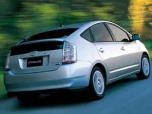 Toyota разрабатывает серийный автомобиль на солнечных батареях