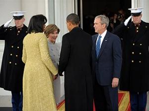 Обама прибыл на прощальную встречу с Бушем