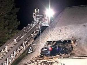 Водитель из Германии приземлился на крышу церкви