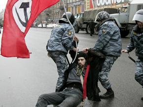Нацболы попытались захватить приемную Путина в Петербурге