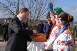 Яценюк: Украинское село спасут 2 млрд «целевой» поддержки НБУ