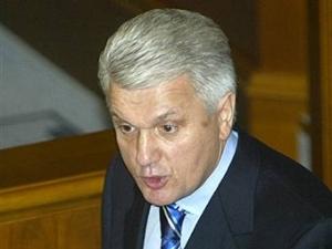 Литвин предостерегает политиков от втягивания Украины в политическую войну с помощью улицы