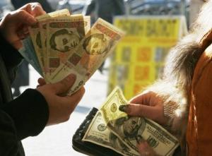 Украинцы начали панически покупать доллары