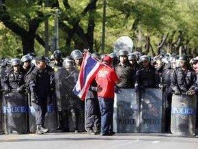 Тайская армия разгоняет демонстрации в Бангкоке: 18 человек ранены