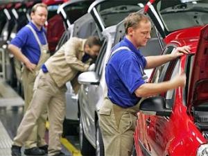 Производство автомобилей в Европе упало на треть