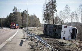 У Швеції перекинувся автобус з туристами, є постраждалі