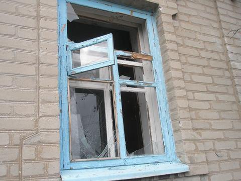 Боевики обстреляли мирные дома на Донбассе: появились фото (1)