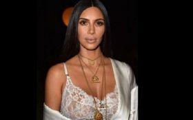 Это же не она: сеть взбудоражило новое фото Ким Кардашьян