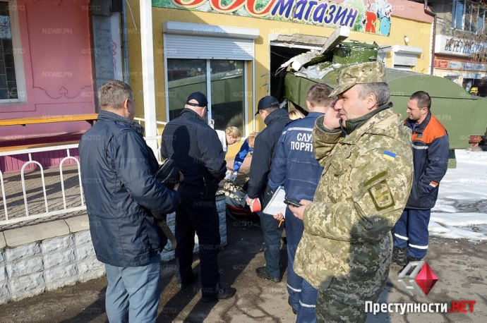 В Николаеве произошло смертельное ДТП с военным бензовозом: появились фото и видео (5)