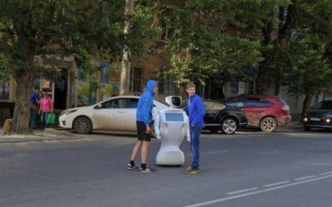 Соцмережі підірвав робот, який втік з полігону в Росії: з'явилося відео