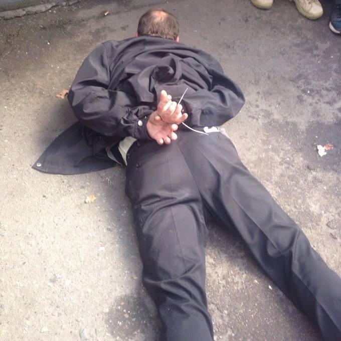 Сміливі кияни затримали грабіжника з пістолетом: з'явилися фото і відео (1)