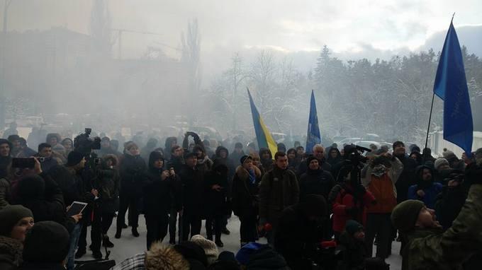 В Киеве с огнем и резкими словами потребовали отставки Авакова: опубликованы фото и видео (3)