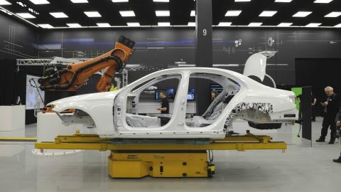 Стало відомо як виглядає кузов нового Mercedes-Benz E-Class (2 фото) (1)