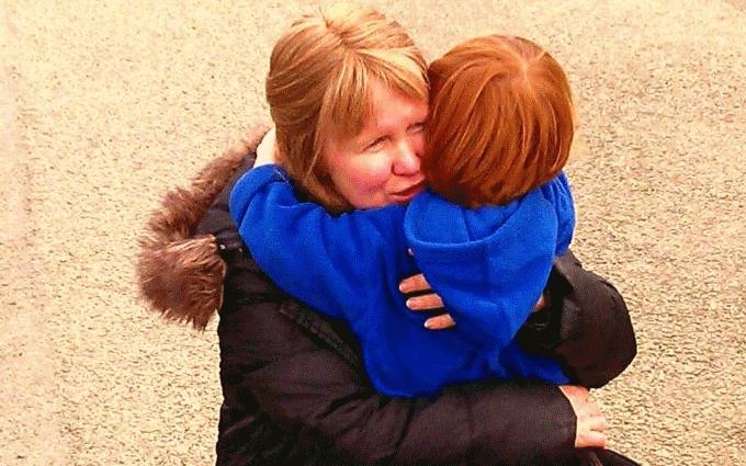 7-летний мальчик променял подарки на день рождения на помощь хоспису, где умерла его мать