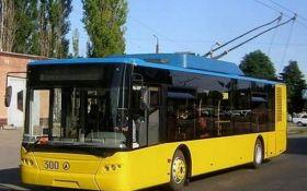 П'яний водій у Києві протаранив маршрутку і тролейбус: з'явилися фото