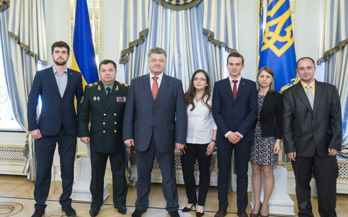 Сьогодні у нас свято: Порошенко оголосив про важливе рішення щодо оборони