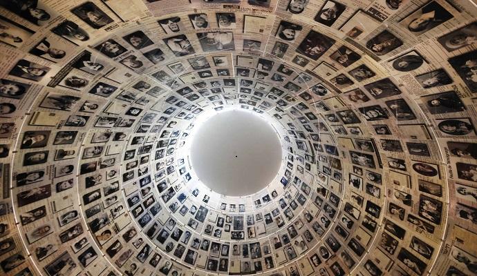 Выставка работ мемориала Яд Вашем впервые проходит за пределами Израиля