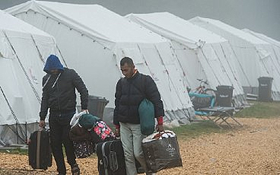 Біженці хлинули з Угорщини в Словенію через закриття кордону