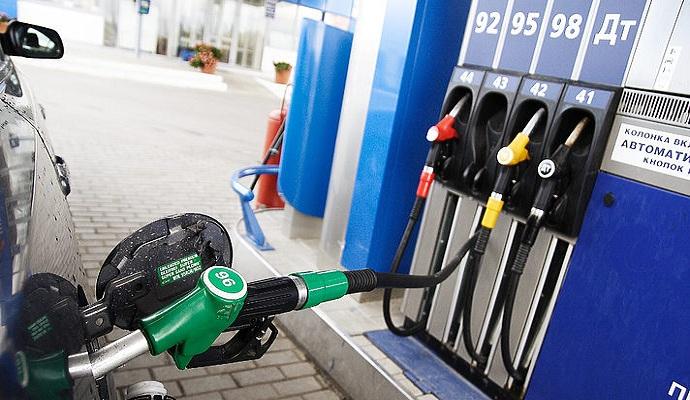 Киевские АЗС начали уменьшать цену на бензин - Минэнерго