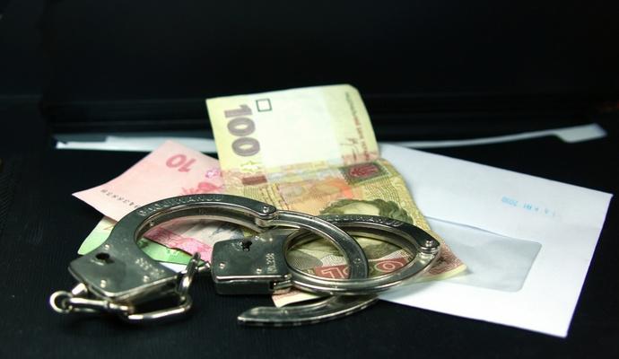 Трьох податківців затримали за хабар