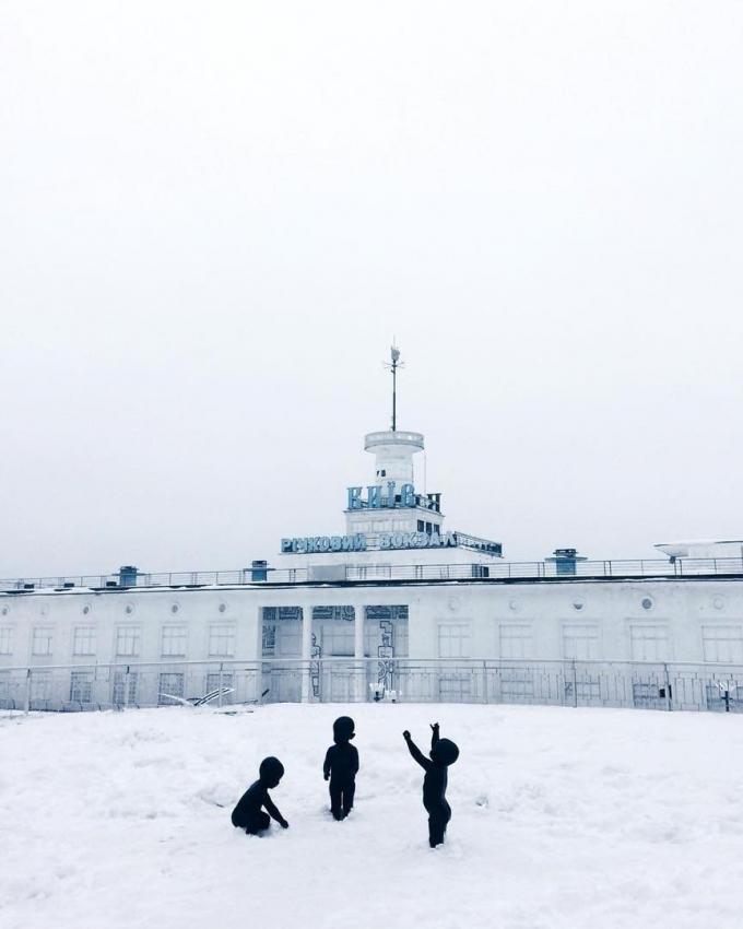 Киев засыпало снегом: пользователи сети публикуют яркие фото (5)