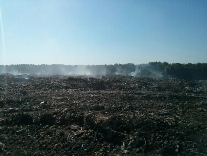 Величезне сміттєзвалище горить під Києвом: з'явилися фото (1)