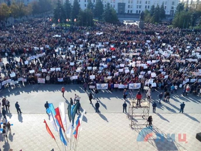 Бойовики ЛНР зігнали масовку на мітинг проти ОБСЄ: з'явилося фото (1)