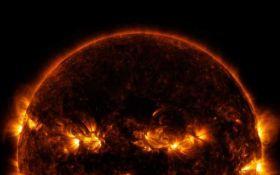 Пылающая тыква: NASA опубликовало жуткое фото Солнца к Хэллоуину