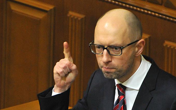 Яценюк предложил продать с молотка миллион гектаров земли