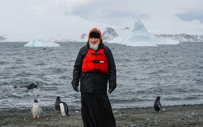 Появилась карикатура на патриарха Кирилла с пингвинами