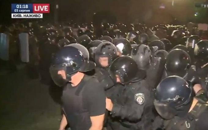 Бійка під судом у Києві: з'явилися подробиці про постраждалих і нове відео