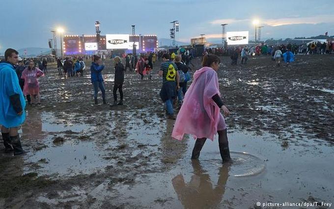 У Німеччині блискавка вдарила по відвідувачах рок-фестивалю: з'явилися відео
