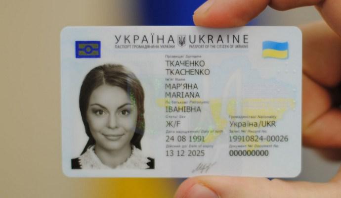 Скоро новые паспорта будут выдавать не только 16-летним - глава МИД