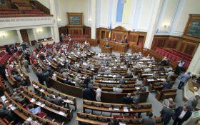 Украинским нардепам подкинули странный подарок: опубликованы фото
