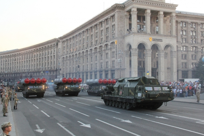 Ракеты, танки и авиация: опубликованы зрелищные фото и видео репетиции парада в Киеве (9)