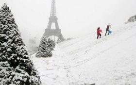 Обильный снегопад парализовал работу транспорта во Франции
