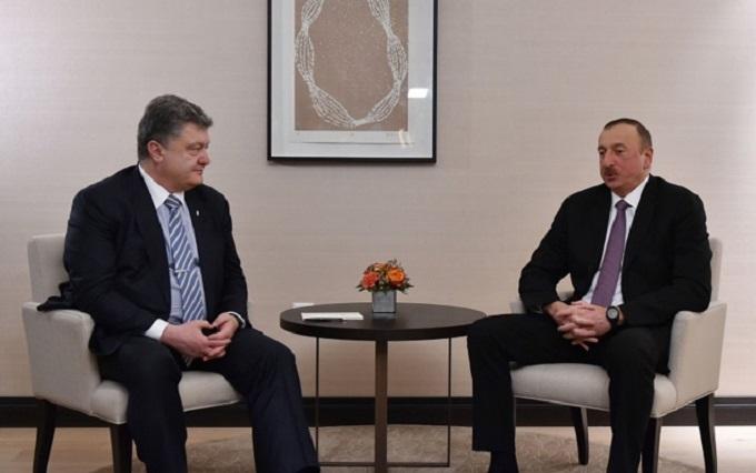 Порошенко відмовився від російської мови під час закордонного візиту
