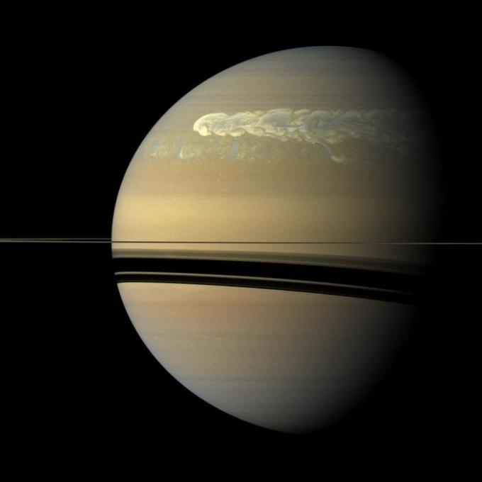 Космічний шторм: ESA показало нове унікальне фото Сатурна (1)