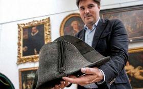 Спустя 203 года со дня битвы при Ватерлоо: на аукционе Франции за рекордную сумму продали шляпу Наполеона