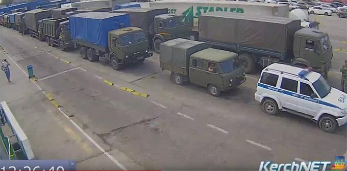 З'явилися нові фото військової техніки, яку Росія зганяє до Криму (5)