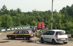 В сусідній із Києвом області снаряд прилетів у міст: опубліковані фото і відео