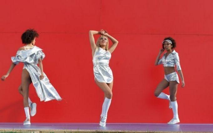 Alyosha у новому кліпі показала запальні танці