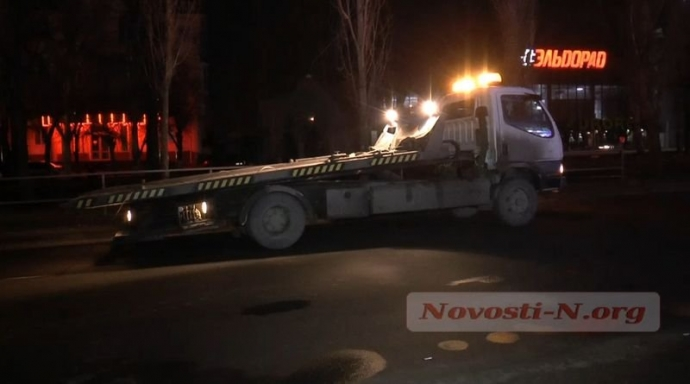 Пьяный водитель в Николаеве ухитрился перевернуть микроавтобус: появились фото и видео (4)