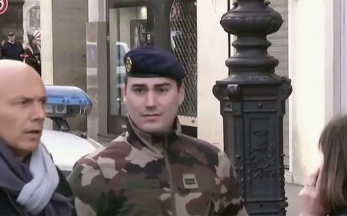 Встолице франции после нападения на бойца оцепили Лувр