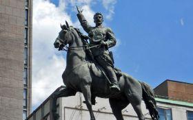 У Києві пошкодили відомий радянський пам'ятник: з'явилося фото