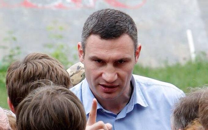 Кличко вирішив влаштувати поцілунок з журналісткою на камеру: з'явилося відео